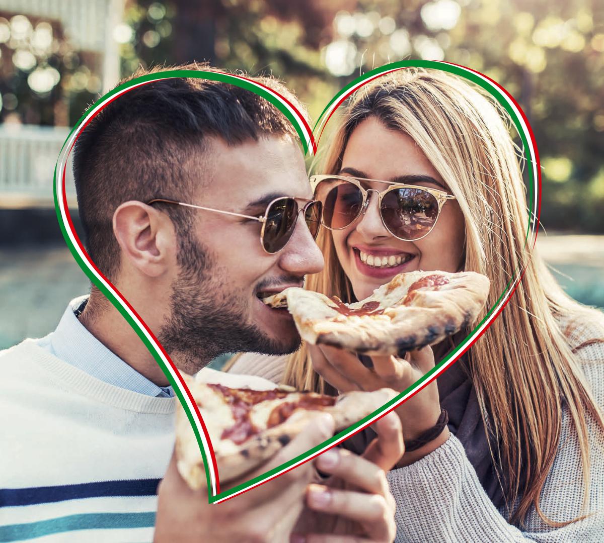 coppia che mangia felice la pizza